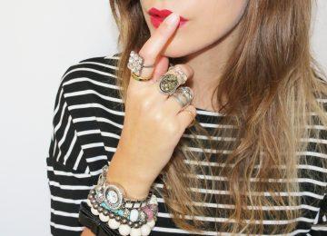 fille à bijoux