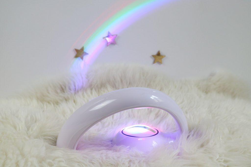 5 idées cadeaux licorne : lampe arc en ciel rainbow maker Coolgift
