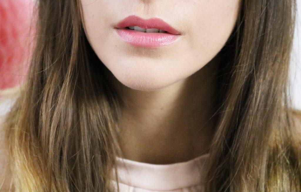 Rose élégant rouge à lèvres repulpant Le Rouge Essentiel de Dr Pierre Ricaud