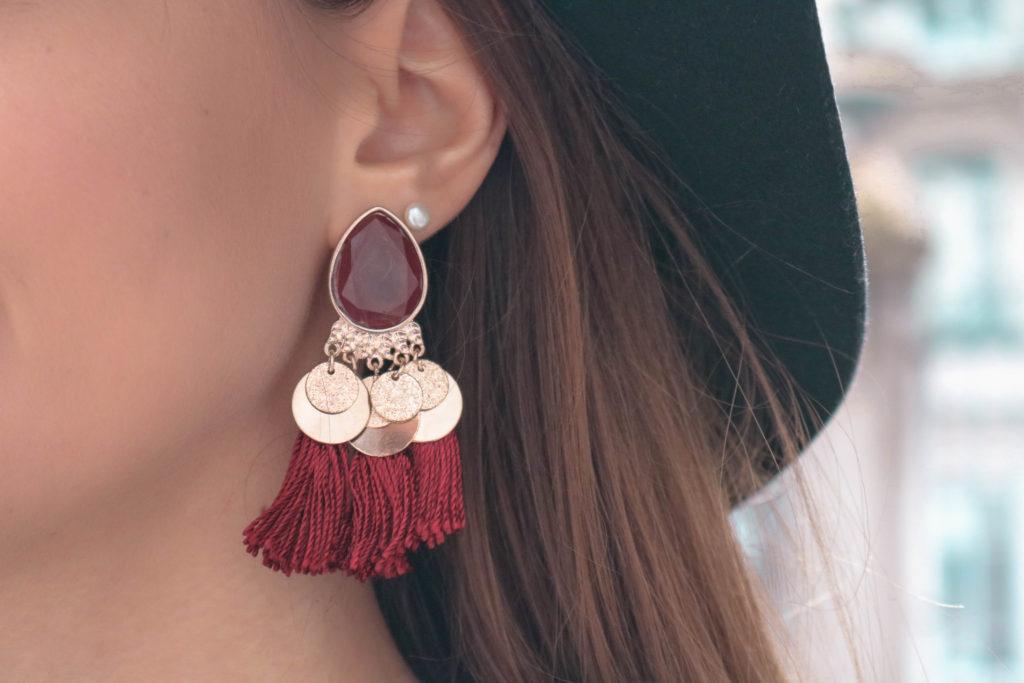 Boucles d'oreilles pompons bordeaux H&M