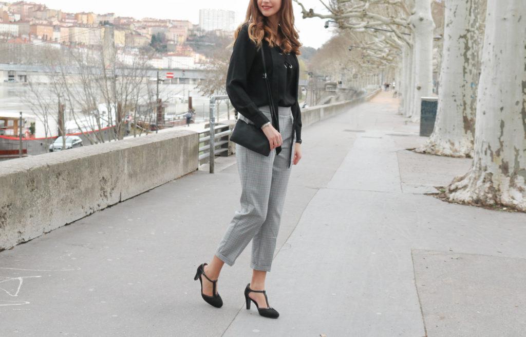 Look pantalon tailoring Prince de Galles Pull&Bear et blouse lacée Untrucdefille
