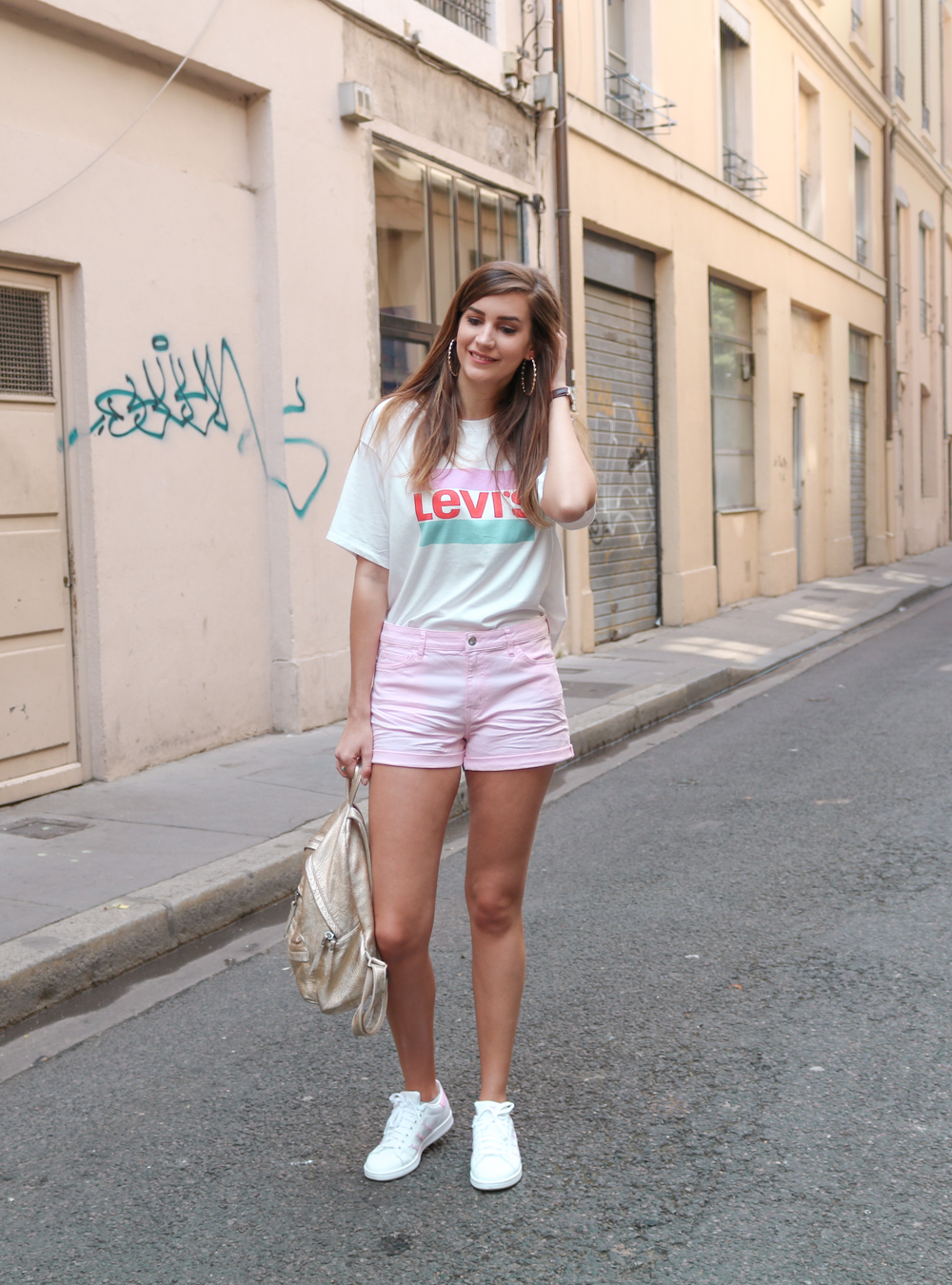 Look mode pastel tshirt Levi's Graphic J.V short rose H&M