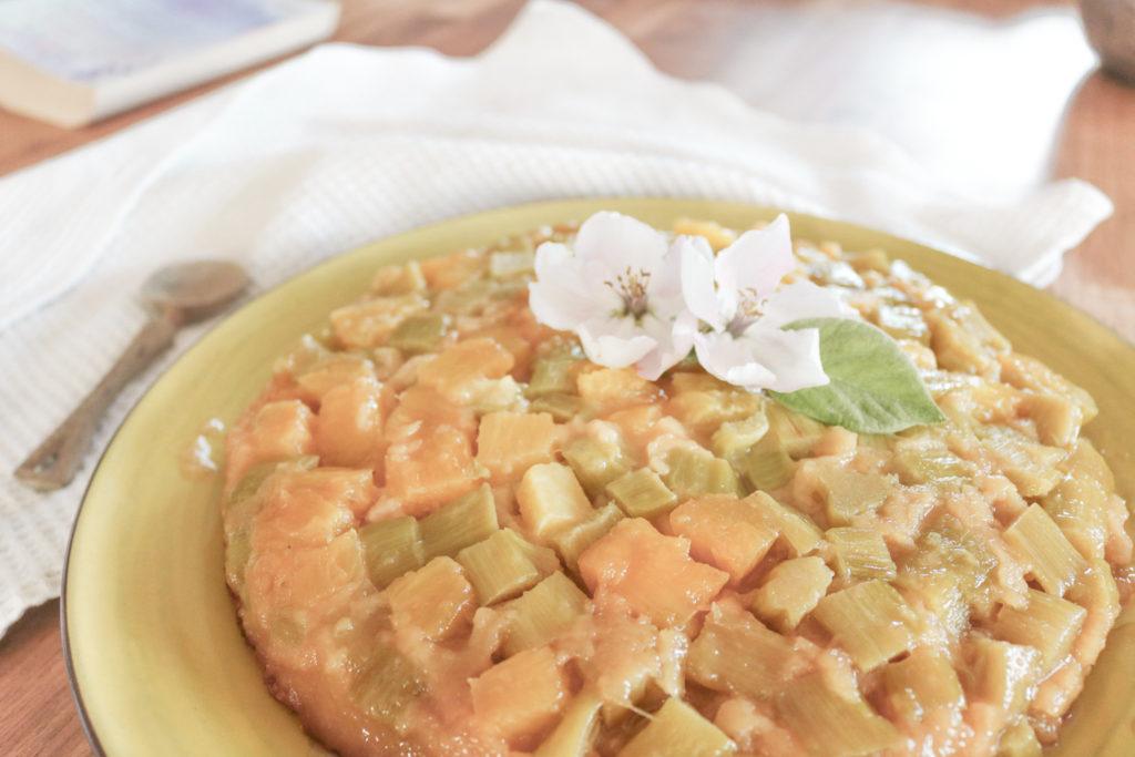 Recette gâteau à la rhubarbe et à l'ananas façon tatin