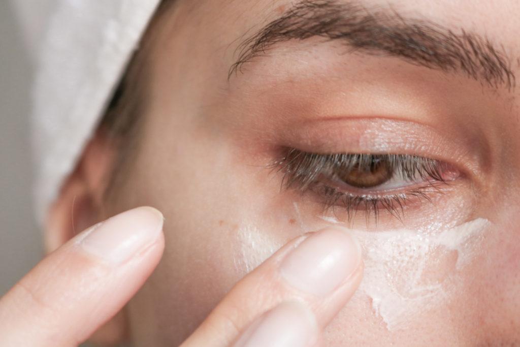 Mon avis sur la crème réparatrice regard d'Absolution : le contour des yeux naturel