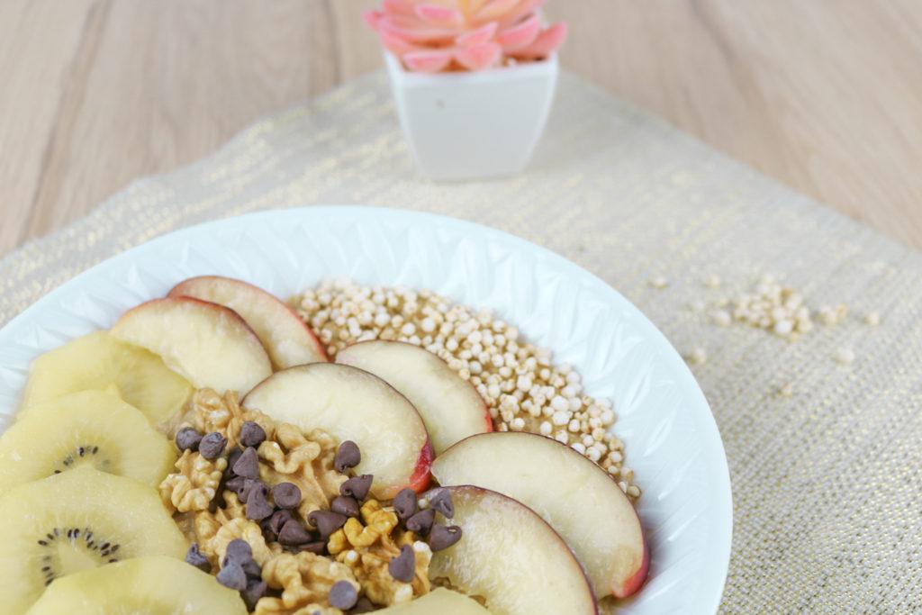 Porridge healthy aux fruits kiwi et nectarine